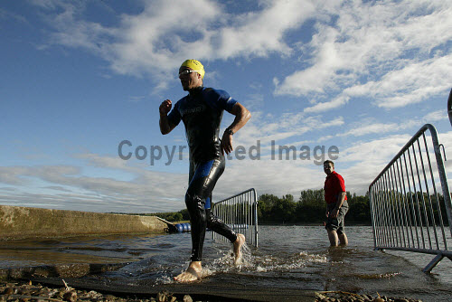 TRI-ATHLETES IN ACTION AT STRATHCLYDE COUNTRY PARK, GLASGOW