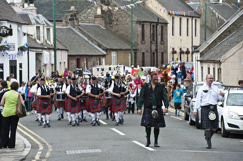 Carnwath Gala Day 2010, South Lanarkshire. Picture Credit: Andrew Wilson / Scottish Viewpoint?Tel: +44 (0) 131 622 7174  ?Fax: +44 (0) 131 622 7175?E-Mail : info@scottishviewpoint.com?Web: www.scottishviewpoint.com?This photograph cannot be used without prior permission from Scottish Viewpoint.? Carnwath Gala,parade,fancy dress,community,prizes,spectacle,tradition,pipe band,annual event,June,Summer,marching,history