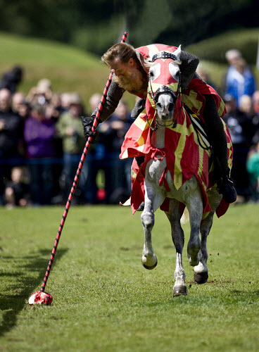 Jousting at a medieval event at Linlithgow Palce, West Lothian. Picture Credit : Andy Bennetts / Scottish Viewpoint  Tel: +44 (0) 131 622 7174  Fax: +44 (0) 131 622 7175  E-Mail : info@scottishviewpoint.com  This photograph cannot be used without prior permission from Scottish Viewpoint. Fantasy,History,Vertical,Full Length,Outdoors,Rural Scene,Fancy Dress Costume,Front View,Combative Sport,Competitive Sport,Animal,Approaching,Horse,Traditional Culture,Typically Scottish,Day,Traditional Clothing,One Person,Adult,Knight,Colour,Suit Of Armour,Jousting,One Animal,Background People,Animal Themes,Leisure,Photography,All Horse Riding,Adults Only,Herbivorous,Arts Culture and Entertainment.