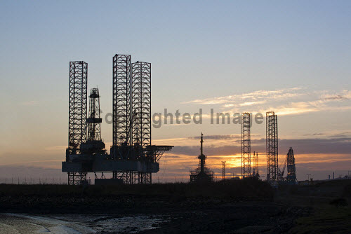 Silhouettes of the jack up rigs, Ensco 100 and Rowan Viking