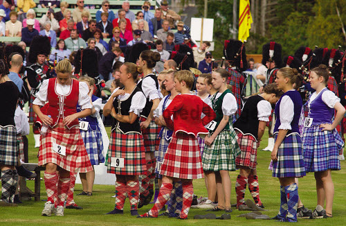 PARTICIPANTS WAIT TO PARTICIPATE IN THE HIGHLAND DANCING COMPETITION AT THE BRAEMAR GATHERING HELD ANNUALLY IN SEPTEMBER AT BRAEMAR, ABERDEENSHIRE.PIC: S.BUCHANAN/SCOTTISH VIEWPOINTTel: +44 (0) 131 622 7174  Fax: +44 (0) 131 622 7175E-Mail : info@scottishviewpoint.comThis photograph can not be used without prior permission from Scottish Viewpoint. AUTUMN,TARTAN,SHOWGROUND,SCOTLAND,KILTS,KILT,EVENT,DANCERS,CROWD,COMPETITION,ROYAL,ROYALS,ROYALTY,DEESIDE