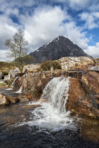 A small waterfall in front of Buachaille Etive Mor, Highlands of Scotland uk,u.k,Great Britain,GB,G.B,Scotland,Scottish,nobody,daytime,outdoors,highland,highlands,mountain,mountains,hill,hills,Buachaille Etive Mor,coupall,munro,munros,waterfall,stob dearg