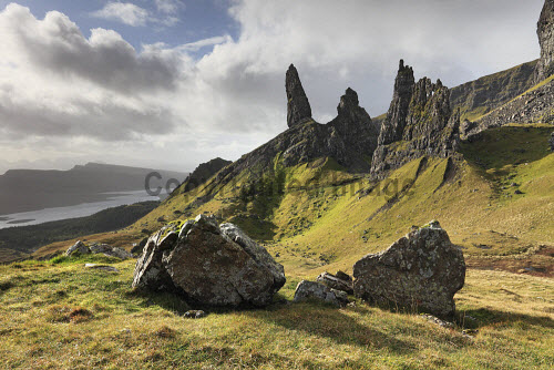 The Old Man of Storr on the Isle of Skye, Inner Hebrides, Scotland uk,u.k,Great Britain,GB,G.B,Scotland,Scottish,nobody,daytime,outdoors,autumn,autumnal,coast,coastal,coastline,water,mountain,mountains,hill,hills,island,islands,isle,isles,skye,inner hebrides,old man storr,quiraing