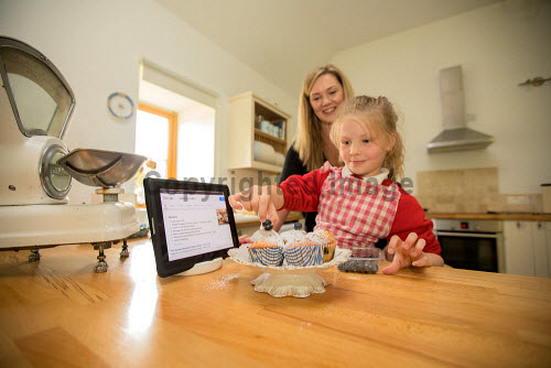 Superfast Broadband available in rural communities   Picture Credit Malcolm McCurrach/HIE 2017,superfast,broadband,community,communities,internet,digital,device,computer,computers,rural,child,children,kid,kids,baking,families,family,camerons,foyers