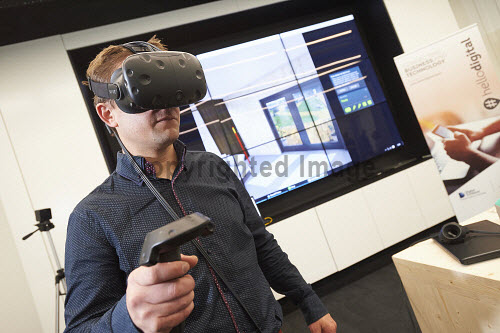 FIT Homes VR Demonstration in the Digital Demonstration Centre, HIE, An Lochran, Inverness 17/6/16  Matt Stevenson of Carbon Dynamic  Pic : Ewen Weatherspoon /HIE 2016,virtual reality,reality,virtual,digital,room,headset,headsets,technology,model,demonstration,centre,#hellodigital