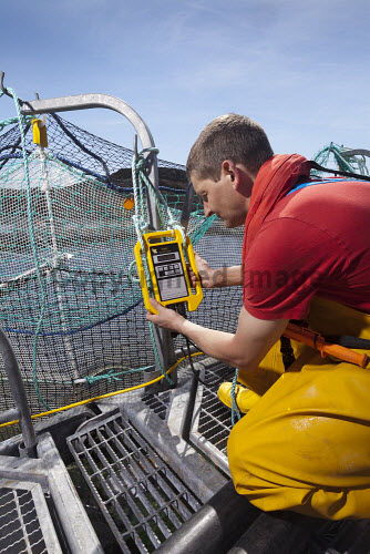 Loch Duart Salmon  Vaki biomass reader  Picture Credit : Gary Doak 2016,Loch Duart,salmon,aquaculture,sutherland,badcall,fishing,cages,cage,pens,pen,workers,worker,fish