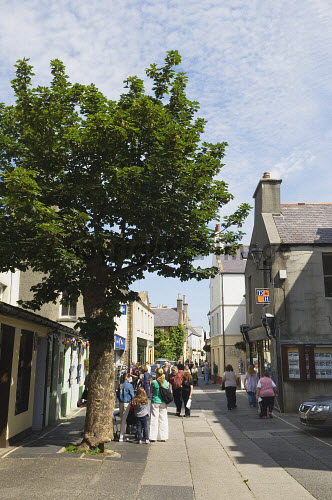 Albert Street, Kirkwall, Mainland, Orkney..Picture Credit : Iain Sarjeant 2012,child,children,kid,kids,people,person,visitors,visitor,retail,shop,shopping,shops,shopper,shoppers,summer,sunny,island,islands,isle,isles,pedestrianised,scenic
