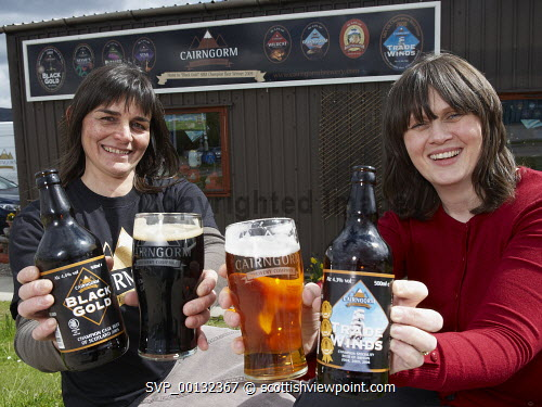 Sam Faircliff MD of Cairngorm Brewery with Rhona Fraser HIE. Aviemore. 17/05/2010.Picture Credit Ewen Weatherspoon/ HIE. highlands,business,brewing,industry,alcohol,drink,beer,2010 .