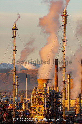 The Oil refinery at Grangemouth  on a crisp winters evening as the sun sets. uk,u.k,Great Britain,GB,G.B,Scotland,Scottish,nobody,daytime,outdoors,chemical plant,chemicals,complex,dusk,energy,gas,grangemouth,grangemouth refinery,industrial,industrial complex,industry,oil,petrochemical,petrochemical plant,processing,production,refineries,refinery,sunset,winter,winter-time,forth,evening,dramatic,infrastructure,natural light,wintertime