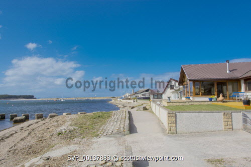 Houses on the shore of Findhorn Bay, Findhorn Moray Scotland Britain,Findhorn,Findhorn Bay,GB,Moray,Scotland,United Kingdom,beach,beaches,sand,sandy,coast,coastal,coastline,water,sea,village,nobody,highland,highlands,houses,house