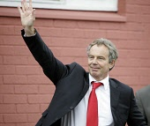 Tony Blair arrives for  a private meeting on anti social behaviour in Rutherglen  ahead of the Scottish Parliament elections 25/04/07 ALLAN MILLIGAN/SCOTTISH VIEWPOINT  Tel: +44 (0) 131 622 7174  Fax:... SCOTLAND,POLITICS