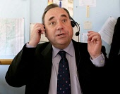 SNP Leader Alex Salmond MP on the campaign trail visits a taxi hire control room wearing a telephone headset in East Kilbride old town centre    1/05/07 ALLAN MILLIGAN/SCOTTISH VIEWPOINT  Tel: +44 (0)... SCOTLAND,POLITICS