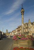 VIEW ALONG PEEBLES HIGH STREET TOWARDS THE OLD PARISH CHURCH, THE BORDERS, AUGUST. PIC: RICHARD CLARKSON/SCOTTISH VIEWPOINT Tel: +44 (0) 131 622 7174   Fax: +44 (0) 131 622 7175 E-Mail : info@scottish... vertical,town,shops,building,buildings,townscape,summer,sunny,flowers,monument