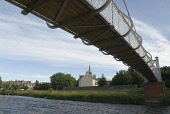 THE RIVER TWEED AND PRIORSFORD BRIDGE IN PEEBLES, THE BORDERS, AUGUST.  PIC: RICHARD CLARKSON/SCOTTISH VIEWPOINT Tel: +44 (0) 131 622 7174   Fax: +44 (0) 131 622 7175 E-Mail : info@scottishviewpoint.c... horizontal,riverside,water,flowing,flow,vegetation,building,buildings,townscape,Tweed Bridge,Old Parish Church,summer,sunny