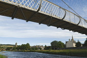 THE RIVER TWEED AND PRIORSFORD BRIDGE IN PEEBLES, THE BORDERS, AUGUST.  PIC: RICHARD CLARKSON/SCOTTISH VIEWPOINT Tel: +44 (0) 131 622 7174  Fax: +44 (0) 131 622 7175 E-Mail : info@scottishviewpoint.co... horizontal,riverside,water,flowing,flow,vegetation,building,buildings,townscape,Tweed Bridge,Old Parish Church,summer,sunny