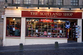 THE SCOTLAND SHOP ON THE ROYAL MILE, EDINBURGH.  PIC : NEIL SINCLAIR/SCOTTISH VIEWPOINT  Tel: +44 (0) 131 622 7174  Fax: +44 (0) 131 622 7175  E-Mail: info@scottishviewpoint.com  WEB: www.scottishview... NEIL SINCLAIR/SCOTTISH VIEWPOINT 2008,TRADITIONAL,TARTAN,SHOPPING,SHOP,RETAIL,OLD TOWN,KNITWEAR,KILT,HIGH STREET,GIFTS,GIFT