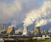 Grangemouth Petrochemical refinery and cooling towers, SCOTLAND PIC: CRAIG BROWN/SCOTTISH VIEWPOINT Tel: +44 (0) 131 622 7174   Fax: +44 (0) 131 622 7175 E-Mail : info@scottishviewpoint.com www.scotti... CRAIG BROWN/SCOTTISH VIEWPOINT Grangemouth,Petrochemical,SCOTLAND,atmosphere,billowing,cooling,cooling towers,energy,gases,industry,plant,plume,pollution,refinery,smog,smoke,towers