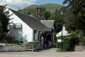HIGHLAND ARTS GIFTS AND ARTISTS EXHIBITIONS SHOP. LUSS, LOCH LOMOND.  PIC:D BARNES/SCOTTISH VIEWPOINT Tel: +44 (0) 131 622 7174   Fax: +44 (0) 131 622 7175 E-Mail : info@scottishviewpoint.com This pho... CRAFTS,TOURISTS
