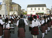 Selkirk Pipe Band play the open air concert the evening before the ride at Selkirk Common Riding June 2006, Scottish Borders.        PIC: BOB LAWSON/SCOTTISH VIEWPOINT  Tel: +44 (0) 131 622 7174  Fax:... SCOTLAND,COMMUNITY,CULTURE,HERITAGE,BAGPIPES,DRUM,MUSIC,GENERIC,KILT