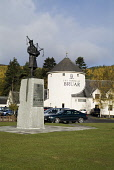 BRUAR PERTHSHIRE 51st Highland Division war memorial statue and shopping mall PIC: DOUG HOUGHTON/SCOTTISH VIEWPOINT Tel: +44 (0) 131 622 7174   Fax: +44 (0) 131 622 7175 E-Mail : info@scottishviewpoin... D HOUGHTON/SCOTTISHVIEWPOINT bagpiper,highlander,memorial,statue,shopping,mall,scotland,scottish,ceremonial,bruar,bagpipes,bag,piper,monument,remembrance,commemorate,tribute,tradition,cultural,military,army,soldier,shop,arcade,co