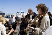 Stromness Folk Festival STROMNESS ORKNEY Musicians group playing banjo violin and guitars instruments PIC: DOUG HOUGHTON/SCOTTISH VIEWPOINT Tel: +44 (0) 131 622 7174   Fax: +44 (0) 131 622 7175 E-Mail... D HOUGHTON/SCOTTISHVIEWPOINT orkney,stromness,folk,festival,fiddler,playing,musicians,artists,players,instrumentalists,group,folksingers,band,crowd,gathering,pack,meeting,music,traditional,jam,musical,instruments,heritage,cultura