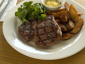 A SERVING OF STEAK AND CHIPS. PIC: DOUGLAS JONES/SCOTTISH VIEWPOINT  Tel: +44 (0) 131 622 7174  Fax: +44 (0) 131 622 7175  E-Mail: info@scottishviewpoint.com  Web: www.scottishviewpoint.com  This phot... DOUGLAS JONES/SCOTTISH VIEWPOINT FOOD,EATING,RESTAURANT,DINING,PLATE,MEAT