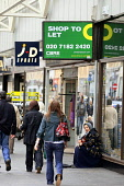 THE CREDIT CRUNCH HITS SHOPS IN GLASGOW. PIC:GARRY MCHARG/SCOTTISH VIEWPOINT  Tel: +44 (0) 131 622 7174  Fax: +44 (0) 131 622 7175  E-Mail : info@scottishviewpoint.com  This photograph can not be used... Public, NMR SHOPPING,CLOSED,CLOSING,FINANCIAL CRISIS,SALE,TO LET,SCOTLAND,SCOTTISH.