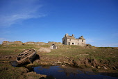 A ruined house at Brimms Ness near Thurso, Caithness, Highland, Scotland.  Pic: Chris Laurens / Scottish Viewpoint Tel: +44 (0)131 622 7174 Fax: +44 (0)131 622 7175 E-Mail: info@scottishviewpoint.com... Public, NMR summer,sunny,coastal,abandoned,boat
