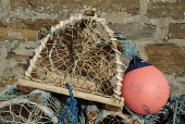 DUNBEATH CAITHNESS Creel crab lobster pot pink boat buoy float  Pic: Doug Houghton / Scottish Viewpoint Tel: +44 (0) 131 622 7174 Fax: +44 (0) 131 622 7175 E-Mail: info@scottishviewpoint.com Web: www.... Public creel,buoy,float,lobster,pot,fishing,lobsterpot,scotland,scottish,outdoors,fixing,navigation,marker,fishnet,net,fishermans,tools,equipment,fishingboat,storage,storing,store,stored,local,fishery,indust