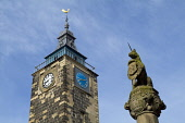 STIRLING STIRLINGSHIRE Unicorn statue Mercat cross and old Tolbooth clock  Pic: Doug Houghton / Scottish Viewpoint Tel: +44 (0) 131 622 7174 Fax: +44 (0) 131 622 7175 E-Mail: info@scottishviewpoint.co... Public unicorn,statue,mercat,cross,old,tolbooth,clock,scotland,scottish,tollbooth,toll,booth,town,offices,architecture,tower,spire,house,stone,building,time,timekeeping,timepiece,piece,structure,history,hist