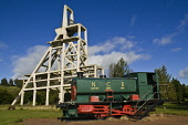 Old mine shaft pithead and colliery stream train Lochore Meadows Country Park BALLINGRY FIFE  Pic: Doug Houghton / Scottish Viewpoint Tel: +44 (0) 131 622 7174 Fax: +44 (0) 131 622 7175 E-Mail: info@s... Public fife,ballingry,lochore,meadows,country,park,train,coal,mine,coalmine,minehead,head,colliery,pit,coalfield,coalmining,industry,mining,heavy,industrial,shaft,railway,engine,locomotive,scotrail,transport