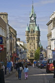 Town hall clock tower and people in High Street  DUNFERMLINE FIFE  Pic: Doug Houghton / Scottish Viewpoint Tel: +44 (0) 131 622 7174 Fax: +44 (0) 131 622 7175 E-Mail: info@scottishviewpoint.com Web: w... Public fife,dunfermline,scotland,scottish,people,man,male,adult,person,woman,lady,female,women,ladies,females,girls,crowd,busy,bustle,throng,congestion,mass,multitude,street,streetscape,streetscene,scene,tow
