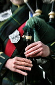 A DETAIL OF THE HANDS OF A PIPER PLAYING THE BAGPIPES AT EDINBURGH CASTLE, EDINBURGH. PIC: P.DODDS /SCOTTISH VIEWPOINT Tel: +44 (0) 131 622 7174   Fax: +44 (0) 131 622 7175 E-Mail : info@scottishviewp... Public, NMR ATTRACTION,TOURISM,TARTAN,SCOTLAND,HISTORIC SCOTLAND