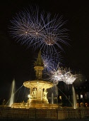 McHARG PHOTO Pictured.....Fireworks at Glasgow Green, with Doulton fountain in foreground near the peoples palace, Glasgow Scotland Must credit photo to Garry F McHarg  FEE PAYABLE FOR REPRO USE fee p... Public bonfire,fawkes,fireworks,Focal,Garry,glasgow,green,guy,McHarg,Scotland
