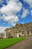 St. Salvator's College, University of St Andrews, St Andrews, Fife. Picture Credit: Chris Robson / Scottish Viewpoint Tel: +44 (0) 131 622 7174   Fax: +44 (0) 131 622 7175 E-Mail : info@scottishviewpo... Public summer,sunny,education,students,people,buildings,learning,higher,tertiary,quadrangle,2009