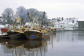 Kirkcudbright Harbour in snow with working boats, Dumfries and Galloway. Picture Credit: Allan Wright / Scottish Viewpoint Tel: +44 (0) 131 622 7174   Fax: +44 (0) 131 622 7175 E-Mail : info@scottishv... Public architectecture,art,artists town,artists,blue,blue sky,boat,boats,bridge,bright,buildings,bushes,castle,church,clouds,coast,commercial fishing,county town,crisp,dark sky,Dee Estuary,dry,Dumfries & Gal
