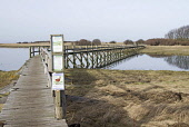 Aberlady Bay Walkway, East Lothian.  Picture Credit : John Pringle / Scottish Viewpoint   Tel: +44 (0) 131 622 7174  E-Mail : info@scottishviewpoint.com  This photograph cannot be used without prior p... Public 2012,winter,bridge,footbridge,nature,reserve,wildlife,bird,watching,twitching,sign,signs,information,water,firth,forth,coast,coastal