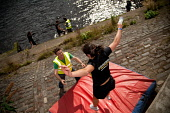Glasgow Rat Race Riverside Adventure, 2011. Picture Credit : Kenny Ferguson / Scottish Viewpoint Tel: +44 (0) 131 622 7174   E-Mail : info@scottishviewpoint.com This photograph cannot be used without... Public, NMR summer,sunny,city,clyde,compete,competition,competitor,enjoy,enjoyment,event,ratrace,extreme,fun,glasgow,people