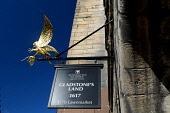 Gladstone's Land on the Lawnmarket in the city centre of Edinburgh. Picture Credit : Neil Sinclair / Scottish Viewpoint  Tel: +44 (0) 131 622 7174  E-Mail : info@scottishviewpoint.com  Web: www.scotti... Public 2012,summer,sunny,building,architecture,sign,signage,gilt,bird,hawk,rat,visitor,attraction,national,trust,scotland,nts