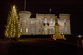 Inverness Castle at night, Inverness, Highlands of Scotland.  Picture Credit : Laurence Leech / Scottish Viewpoint  Tel: +44 (0) 131 622 7174  E-Mail : info@scottishviewpoint.com  Web: www.scottishvie... Public 2009,winter,dark,atmospheric,christmas,tree,decorations,xmas,lights,statue,flora macdonald,floodlit,highland,city