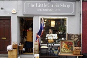 THE LITTLE CURIO STORE ON ST PAUL'S SQUARE IN THE CITY CENTRE OF PERTH. PIC: Chris Robson / Scottish Viewpoint   Tel: +44 (0) 131 622 7174  E-Mail : info@scottishviewpoint.com  This photograph cannot... Public 2009,SUMMER,PERTHSHIRE,SHOP,SHOPPING,RETAIL,SPECIALISED,ANTIQUES