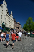The Grassmarket in the city centre of Edinburgh. Picture Credit : Neil Sinclair / Scottish Viewpoint  Tel: +44 (0) 131 622 7174  E-Mail : info@scottishviewpoint.com  Web: www.scottishviewpoint.com Thi... Public 2012,summer,sunny,building,architecture,old,town,food,outdoor,tables,bar,drink,people,al,fresco