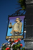 The sign for Deacon Brodie's tavern on the Royal Mile in the city centre of Edinburgh. Picture Credit : Neil Sinclair / Scottish Viewpoint  Tel: +44 (0) 131 622 7174  E-Mail : info@scottishviewpoint.c... Public 2012,summer,sunny,old,town,pub,public,house,drink,drinking,signage,flowers,hanging,basket