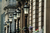 A DETAIL OF A ROW OF TRADITIONAL LAMPOSTS ON ST. ANDREWS SQUARE, IN THE CITY CENTRE OF EDINBURGH. PIC: CHRIS ROBSON/SCOTTISH VIEWPOINT Tel: +44 (0) 131 622 7174   Fax: +44 (0) 131 622 7175 E-Mail : in... SUMMER,LAMPOST,WINDOW BOX BOXES,FLOWERS,ARCHITECTURE