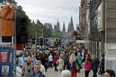 Princes Street, Edinburgh. Picture Credit : Paul Tomkins / VisitScotland / Scottish Viewpoint Tel: +44 (0) 131 622 7174   E-Mail : info@scottishviewpoint.com This photograph cannot be used without pri... Public 2011,summer,retail,shop,shops,shopping,shoppers,people,bus,buses