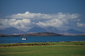 THE MOUNTAINS OF THE ISLE OF JURA FROM THE KINTYRE PENINSULA NEAR TAYINLOAN, WITH THE FERRY TO THE ISLE OF GIGHA VISIBLE, ARGYLL.PIC: P. TOMKINS/VisitScotland/SCOTTISH VIEWPOINTTel: +44 (0) 131 622 71... WATER,TRANSPORT,ISLAND,ISLANDS,ISLE,BOAT,COAST,SUNNY,SUMMER,MOUNTAIN,PAPS,COASTAL