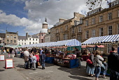 The Farmers' Market in Crossgate, Cupar - a small town and former Royal Burgh in the heart of  the Howe of Fife.  Picture Credit : Paul Tomkins / VisitScotland / Scottish Viewpoint  Tel: +44 (0) 131 6... Public 2011,summer,sunny,retail,people,stalls,shopping,specialised,farmers,street,food,produce