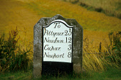 A MILEAGE SIGNPOST INDICATING THE DISTANCE TO NEWPORT, CUPAR, NEW INN AND PETTYCUR, FIFE PIC: VisitScotland/SCOTTISH VIEWPOINT Tel: +44 (0) 131 622 7174   Fax: +44 (0) 131 622 7175 E-Mail : info@scott... TRANSPORT,VERGE,FIELD,ROAD
