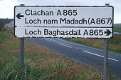 LOOKING OVER TO THE GAELIC ROAD SIGN WITH DETAILS OF DIRECTIONS TO LOCHMADDY ( LOCH NAM MADADH ) AND LOCHBOISDALE ( LOCH BAGHASDAIL ), OUTER HEBRIDES. PIC: P.TOMKINS/VisitScotland/SCOTTISH VIEWPOINT T... SUMMER,DIRECTIONS,INFORMATION,LANGUAGE