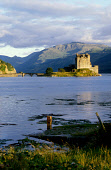 LOOKING SOUTH EAST OVER LOCH DUICH TOWARDS EILEAN DONAN CASTLE, HIGHLAND. PIC: VisitScotland/SCOTTISH VIEWPOINT Tel: +44 (0) 131 622 7174   Fax: +44 (0) 131 622 7175 E-Mail : info@scottishviewpoint.co... WATER,FORESTRY,BUILDING,HERITAGE,SUMMER,MOUNTAIN